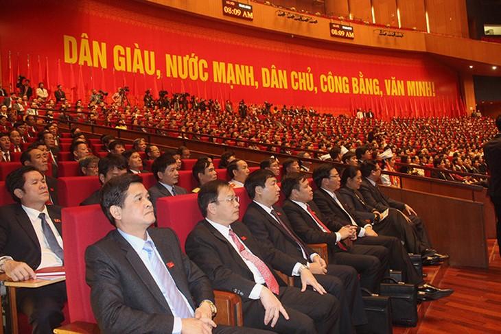 การประชุมสมัชชาใหญ่พรรคคอมมิวนิสต์เวียดนามสมัยที่ 12 หารือเอกสารต่างๆ - ảnh 1