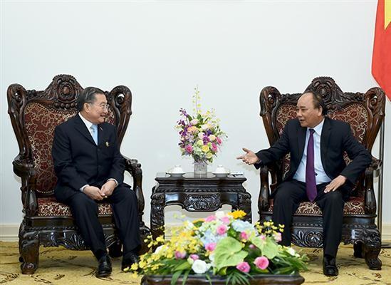 นายกรัฐมนตรีเวียดนาม เหงวียนซวนฟุก ให้การต้อนรับประธานบริษัท TCC ของไทย  - ảnh 1