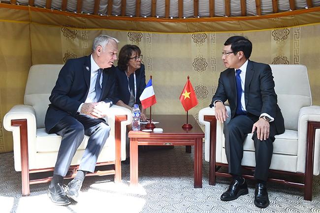 รองนายกรัฐมนตรีและรัฐมนตรีต่างประเทศเวียดนามพบปะทวิภาคีกับผู้นำประเทศต่างๆ - ảnh 1