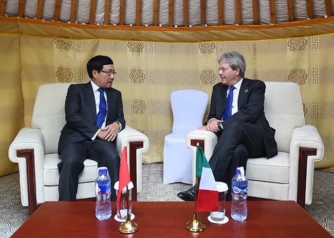 รองนายกรัฐมนตรีและรัฐมนตรีต่างประเทศเวียดนามพบปะทวิภาคีกับผู้นำประเทศต่างๆ - ảnh 2