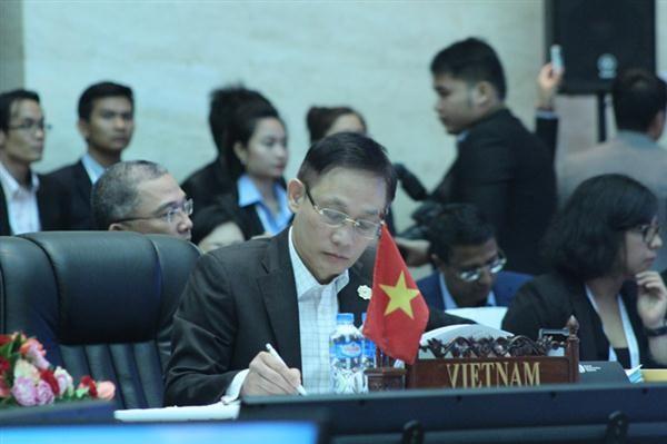 เอเอ็มเอ็ม 49 ผลักดันการปฏิบัติวิสัยทัศน์ปี 2025 ของประชาคมอาเซียน - ảnh 2