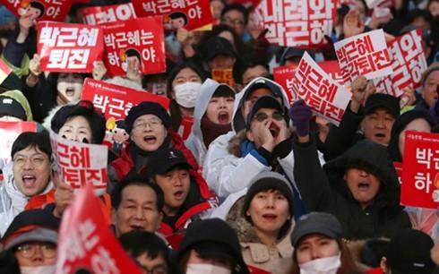 เกิดการชุมนุมประท้วงที่ประเทศสาธารณรัฐเกาหลีต่อไป - ảnh 1