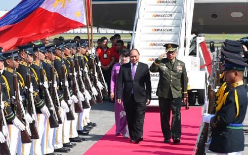 นายกรัฐมนตรีเหงียนซวนฟุ๊กเข้าร่วมประชุมสุดยอดอาเซียนครั้งที่ 30 ที่กรุงมะนิลา ประเทศฟิลิปปินส์ - ảnh 1