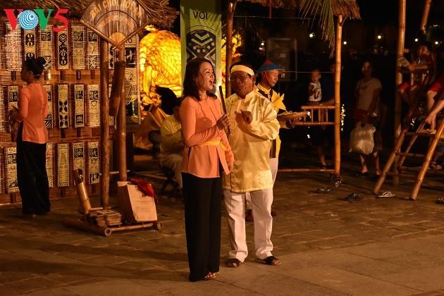 บรรยากาศการร้องเพลงทำนองบ่ายจ่อยในเมืองเก่าฮอยอัน - ảnh 2