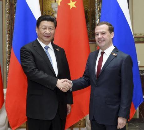 ประธานประเทศจีนสีจิ้นผิงเจรจากับนายกรัฐมนตรีรัสเซีย ดมีตรี เมดเวเดฟ - ảnh 1