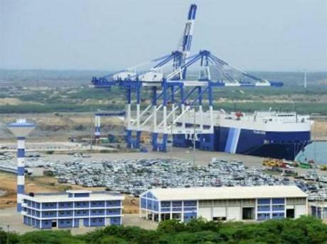 ศรีลังกาอนุมัติข้อตกลงขายท่าเรือให้แก่จีน - ảnh 1