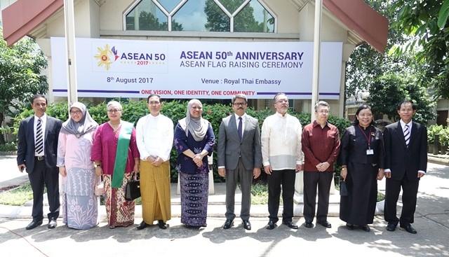 กิจกรรมฉลองครบรอบ 50 การจัดตั้งกลุ่มอาเซียนในประเทศต่างๆ - ảnh 2