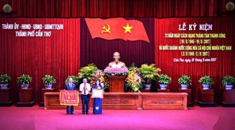 พิธีฉลองครบรอบ 72 ปีการปฏิวัติเดือนสิงหาคมและวันชาติเวียดนามที่นครเกิ่นเทอ - ảnh 1