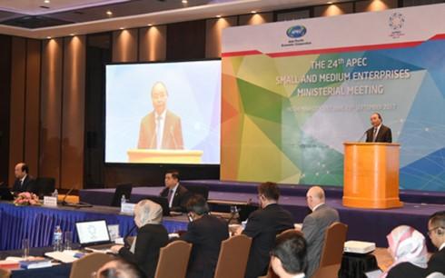 นายกรัฐมนตรีเวียดนามเข้าร่วมการประชุมรัฐมนตรีสถานประกอบการขนาดกลางและขนาดย่อมเอเปกครั้งที่ 24 - ảnh 1