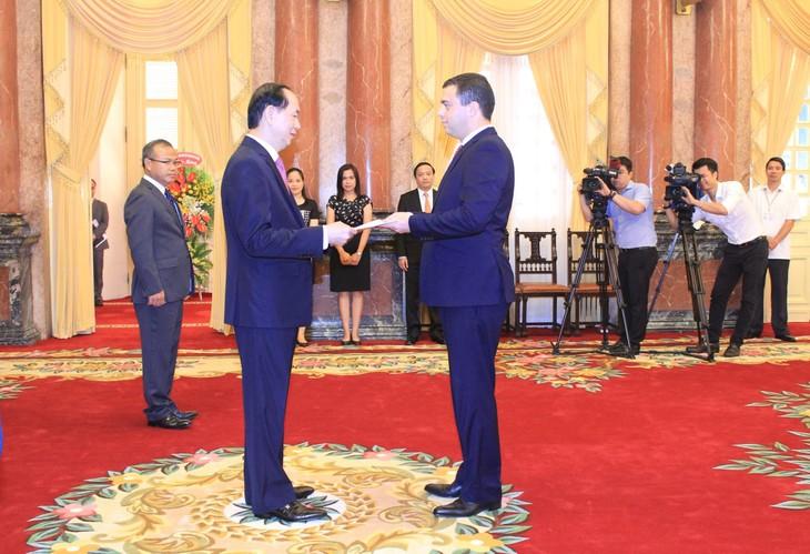 ประธานประเทศเจิ่นด่ายกวางให้การต้อนรับเอกอัครราชทูตประเทศต่างๆ - ảnh 1