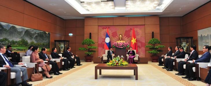 ภารกิจของนายกรัฐมนตรีลาวในประเทศเวียดนาม - ảnh 2