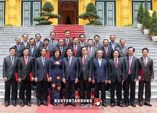 ประธานประเทศเวียดนามมอบหนังสือแต่งตั้งเอกอัครราชทูตและกงสุลใหญ่เวียดนามประจำต่างประเทศ - ảnh 1