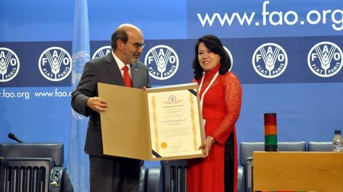 FAO รับทราบผลงานที่โดดเด่นของเวียดนามในการแก้ปัญหาความยากจน - ảnh 1