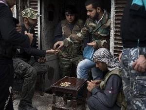 ประเทศตะวันตกและอาหรับเห็นพ้องกันว่า จะจัดสรรอาวุธให้แก่ฝ่ายค้านในซีเรีย - ảnh 1