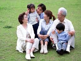 ครอบครัวแบบดั้งเดิมในสังคมสมัยใหม่ - ảnh 1