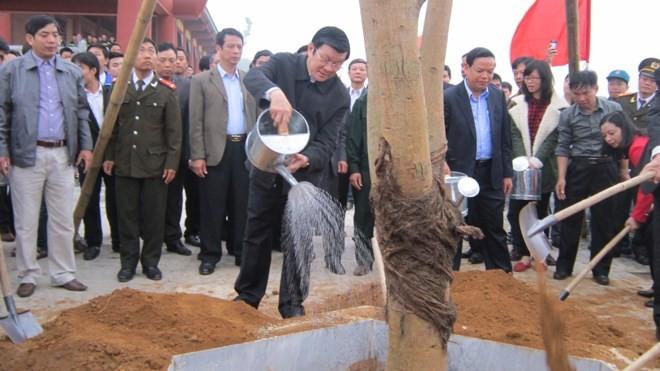 ประธานประเทศเปิดการรณรงค์ตรุษเต๊ตปลูกต้นไม้ที่จังหวัดแทงฮว้า - ảnh 1