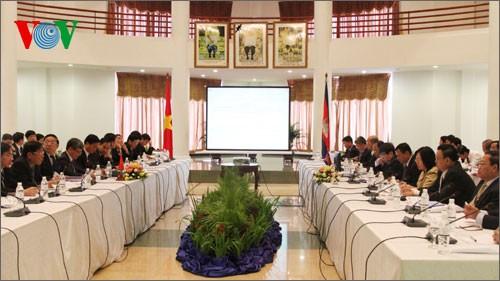 เวียดนามและกัมพูชาขยายความร่วมมือทางเศรษฐกิจ วัฒนธรรม วิทยาศาสตร์ และเทคโนโลยี - ảnh 1