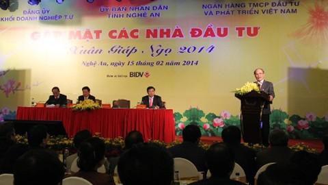 ท่านเหงวียนซิงหุ่งประธานรัฐสภาเวียดนามเข้าร่วมการประชุมพบปะสังสรรค์บรรดานักลงทุน - ảnh 1