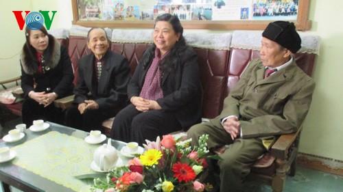 รองประธานรัฐสภาเวียดนามท่านต่องถิ่ฟ้องลงพื้นที่จังหวัดเอียนบ๊าย - ảnh 1