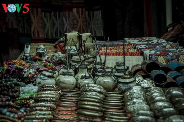 Chợ phiên Bắc Hà, những sắc màu văn hóa vùng cao - ảnh 17