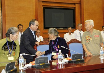 Phó Thủ tướng Nguyễn Thiện Nhân tiếp đoàn đại biểu người có công tỉnh Đồng Tháp - ảnh 1
