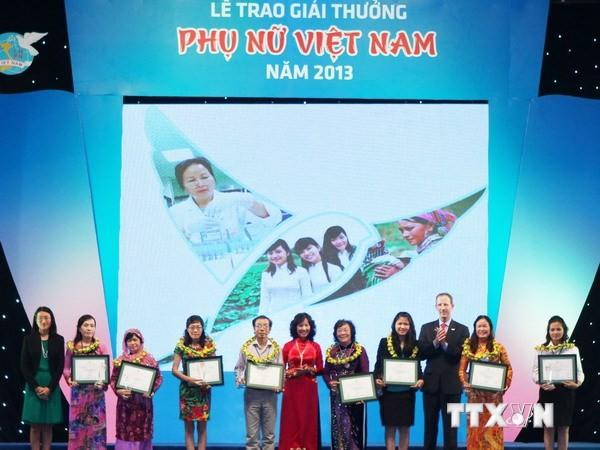 Trao Giải thưởng Phụ nữ Việt Nam năm 2014  - ảnh 1