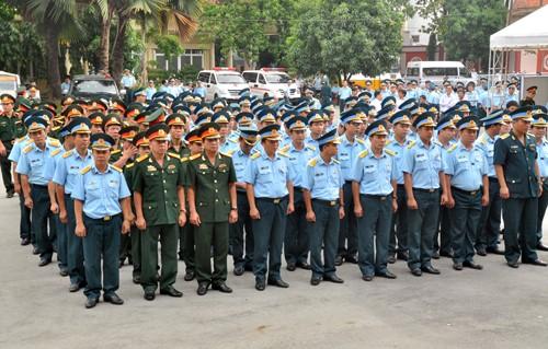 Lễ truy điệu hai phi công hy sinh trong vụ tai nạn máy bay gần đảo Phú Quý - ảnh 1