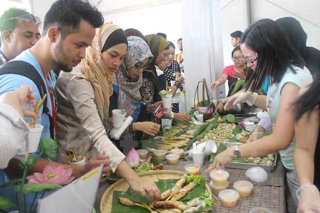 Việt Nam tham gia Lễ hội Sắc màu ASEAN 2015 tại Malaysia  - ảnh 1