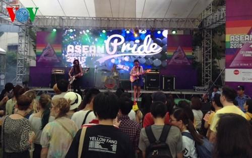 Sôi động Liên hoan âm nhạc ASEAN Pride 2015 - ảnh 1