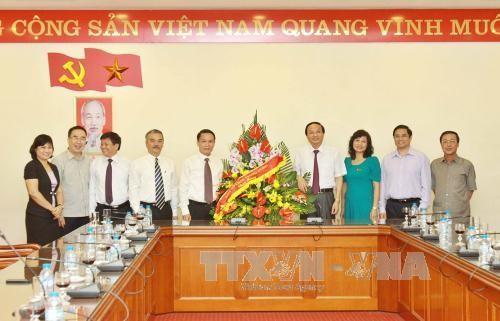 Trưởng Ban Tổ chức Trung ương Tô Huy Rứa thăm, chúc mừng một số cơ quan báo chí  - ảnh 1
