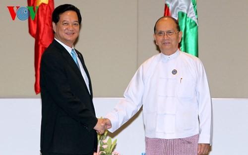 Thủ tướng Nguyễn Tấn Dũng hội kiến Tổng thống Myanmar  - ảnh 1