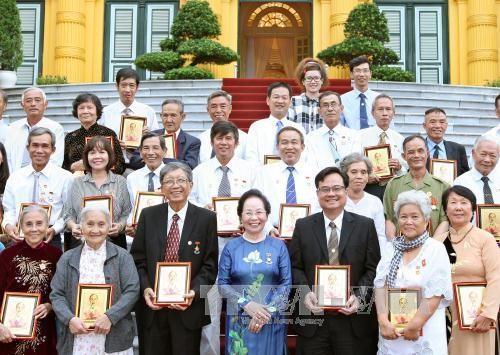 Phó Chủ tịch nước Nguyễn Thị Doan tiếp nguyên cán bộ, chiến sỹ Ban Trí vận – Mặt trận Khu ủy Sài Gòn - ảnh 1