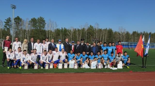 Giao lưu bóng đá giữa đội Dinamo tỉnh Kaluga và Đội bóng đá của các học viên An Ninh VN tại LB Nga - ảnh 1