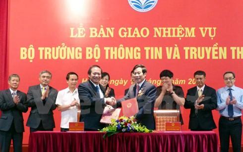 Thủ tướng Nguyễn Xuân Phúc dự lễ bàn giao nhiệm vụ Bộ trưởng Bộ Thông tin và Truyền thông - ảnh 1