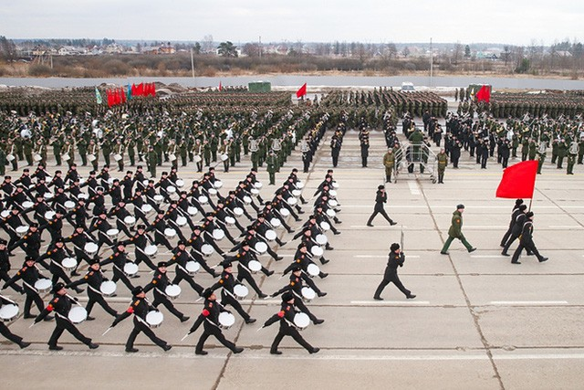 """Tưởng niệm """"Binh đoàn bất tử"""" và cuộc diễu hành """"Trung đoàn bất tử"""" - ảnh 1"""