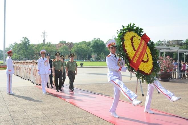 Phụ nữ Công an Nhân dân học tập và làm theo tấm gương đạo đức Hồ Chí Minh - ảnh 1