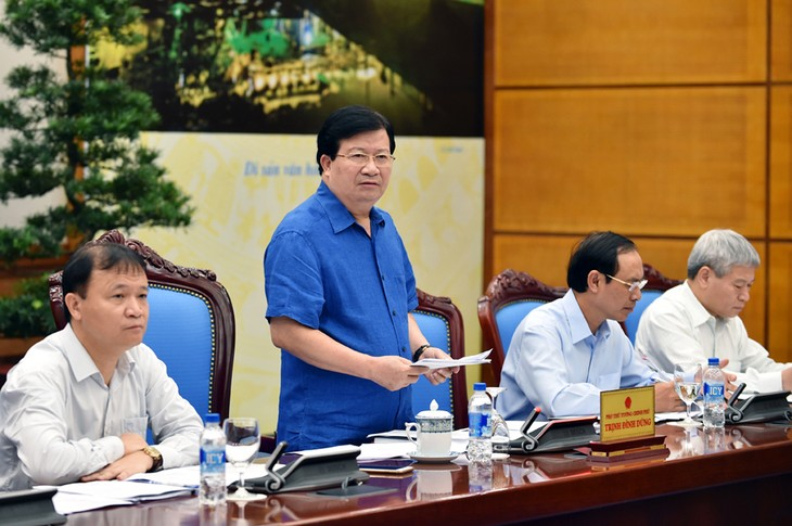 Phó Thủ tướng Trịnh Đình Dũng: Tháo gỡ mọi rào cản để thúc đẩy tăng trưởng kinh tế - ảnh 1