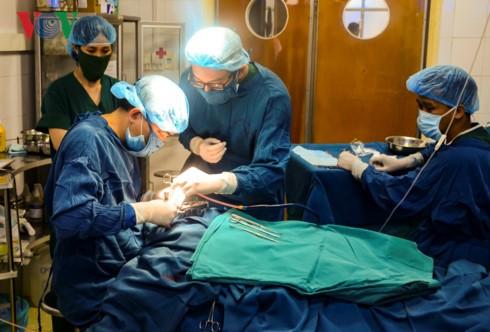 Khám và phẫu thuật miễn phí cho 180 trẻ em khuyết tật của tỉnh Điện Biên - ảnh 1