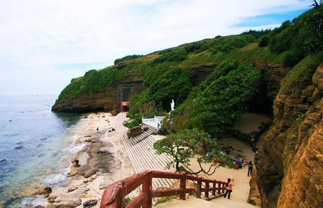 Chùa Hang trên đảo Lý Sơn, Quảng Ngãi - ảnh 2