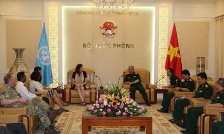 Thượng tướng Nguyễn Chí Vịnh tiếp Đoàn Đánh giá và Tư vấn của Liên hợp quốc - ảnh 1