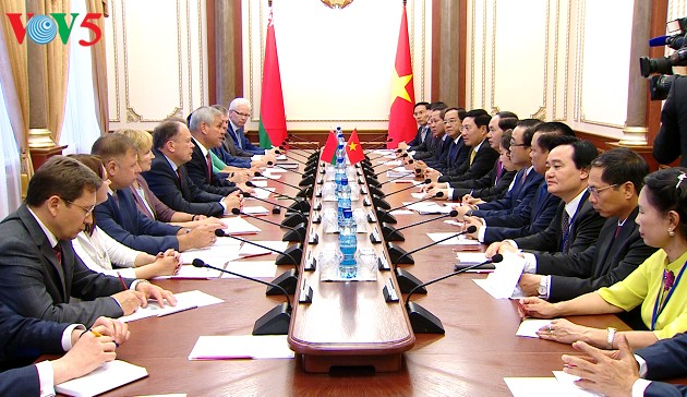 Chủ tịch nước Trần Đại Quang hội kiến với Chủ tịch Viện Đại biểu Quốc hội Belarus; Thủ tướng Belarus - ảnh 2