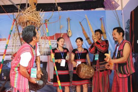 """Khai mạc """"Ngày hội giao lưu văn hóa, thể thao và du lịch vùng biên giới Việt Nam-  Lào"""" - ảnh 1"""