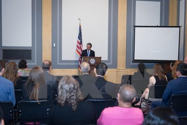 Đại sứ Việt Nam tại Hoa Kỳ Phạm Quang Vinh gặp Hạ nghị sĩ Rick Larsen - ảnh 1