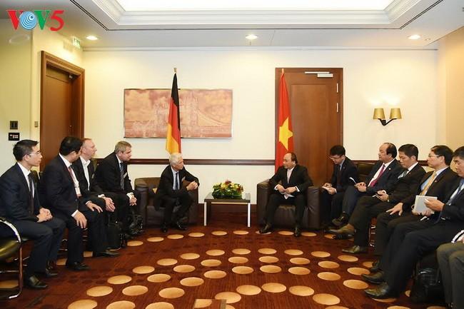 Thủ tướng Chính phủ Nguyễn Xuân Phúc tiếp một số doanh nghiệp tại Berlin, Đức - ảnh 1