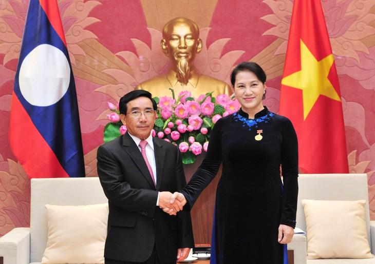 Chủ tịch Quốc hội Nguyễn Thị Kim Ngân tiếp Phó Chủ tịch nước Lào - ảnh 1