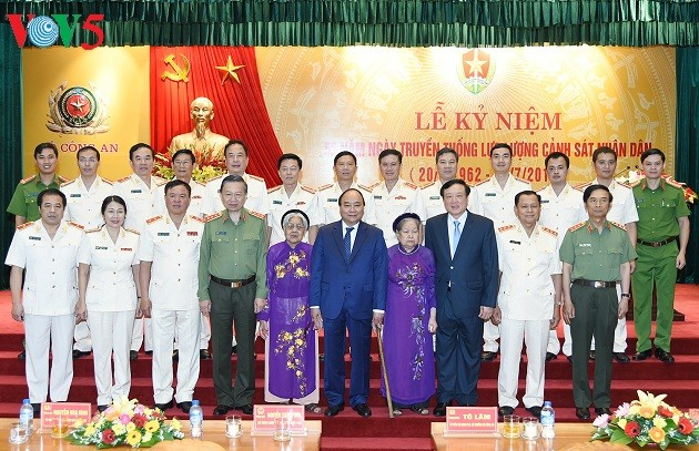 Thủ tướng Nguyễn Xuân Phúc: Xây dựng lực lượng Cảnh sát nhân dân đáp ứng yêu cầu trong tình hình mới - ảnh 2