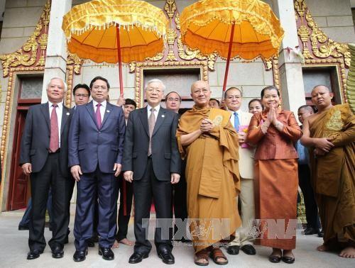 Tổng Bí thư Nguyễn Phú Trọng thăm Đại Tăng thống Tep Vong và Đại Tăng thống Bukri của Campuchia - ảnh 1