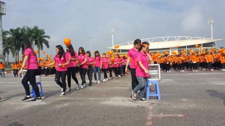 Gần 3.000 người tham gia đi bộ vì nạn nhân chất độc da cam  - ảnh 1