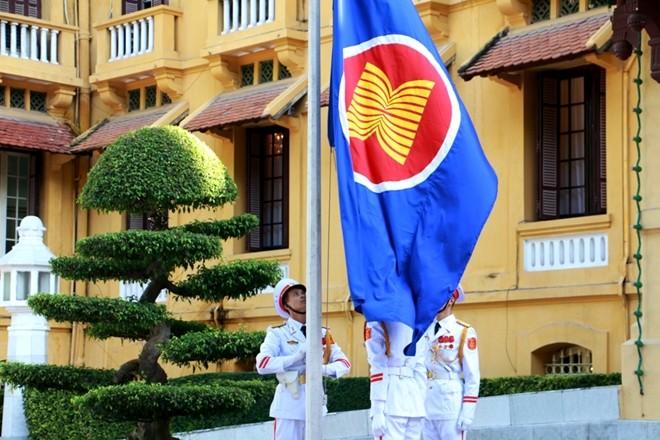 Lễ thượng cờ  nhân kỷ niệm 50 năm ASEAN - ảnh 1