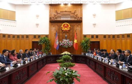 Thủ tướng Nguyễn Xuân Phúc tiếp Phó Chủ tịch thứ nhất Thượng viện Campuchia - ảnh 2